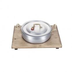 Cotture speciali: Ambiente risottiera con tagliere in legno